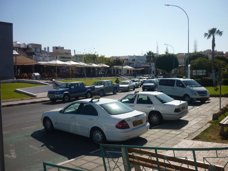 Eksempel på taxa på Cypern - en typisk taxa på Cypern er en Mercedes, størstedelen af gammel årgang.