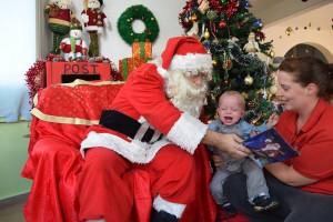 Jamie møder julemanden for første gang, ikke just den store succes
