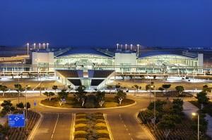 Larnaca lufthavn er Cyperns travleste lufthavn. August er den travleste måned, hvor der kan være ventetid på kufferter, men normalvis går håndtering af bagage ret hurtigt.
