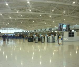 Afgangshallen i Larnaca lufthavn - efter en velfortjent ferie er det tid til at tjekke ind før afrejse.