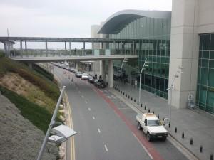 Taxi og busholdeplads foran Larnaca lufthavn