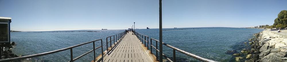 Limassol strækker sig over 16 km af Cyperns sydvestkyst og er blandt andet kendt for sin shippingindustri