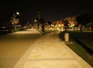 Går du entur langs Limassols havnepromenade, finde du små hyggelige oaser med græs, træer, legepladser, scatebord ramper og cafeer. Der er opstillet lejecykler rundt omkring i byen, så hvis dine ben bliver trætte kan du hurtigt komme videre.