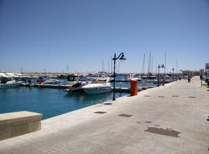Limassol er i færd med at bygge en ny marina, størstedelen er færdig og du har mulighed for at få både mad og drikke her, mens du nyder udsigten over de store både.
