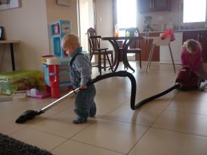 Mine små hjælpere - håber de er lige så vilde med at hjælpe til, når de bliver store!