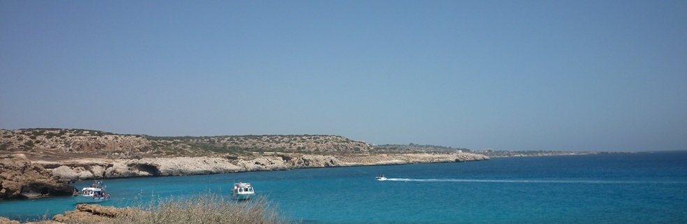 Tæt ved Ayia Napa ligger der flere skønne bugter med azurblåt vand - mange af stederne er lettest at nå via vandvejen.