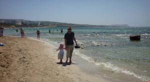 Slap af ved en af de mange strande i Ayia Napa og tag en dukkert i bøgen blå.