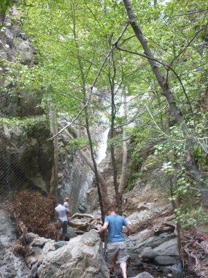 Millomeris vandfaldet i Troodos-bjergene - broen er midlertid i stykker efter en regnfyldt vinter (2015)