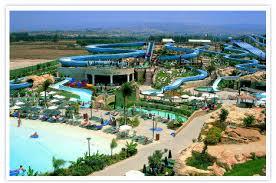 Besøg en af de 3 sjove vandland i Cypern og få kriller i maven.