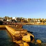 Tag et dyk i bølgen blå fraa Pafos' offentlige badeanstalt.